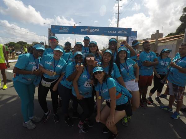 Corrida de rua reúne centenas de pessoas em Feira de Santana e premia atletas