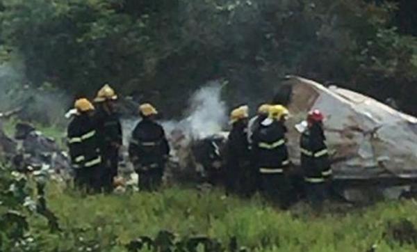 Avião de pequeno porte cai e deixa quatro pessoas mortas