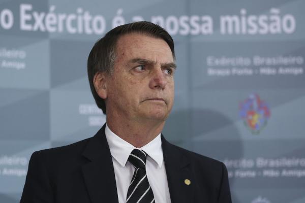 PT aciona Bolsonaro no TSE por uso do Whatsapp e aparições na Record
