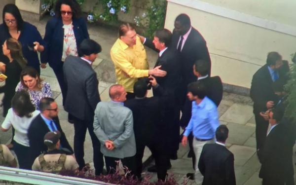 Jair Bolsonaro almoça com Silvio Santos em São Paulo