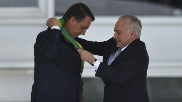 'Sei que entrego um Brasil muito melhor', diz Temer após entregar faixa a Bolsonaro