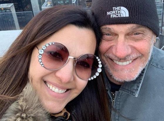 Mulher de Boechat recebe aliança do marido perdida em acidente: 'Te amo pra sempre'