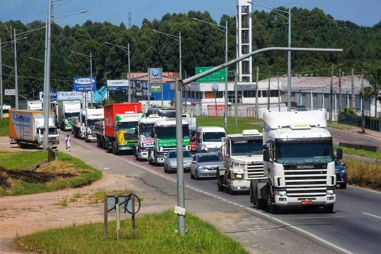 'Se subir o diesel, ministro, nós vamos parar', diz caminhoneiro a Onyx