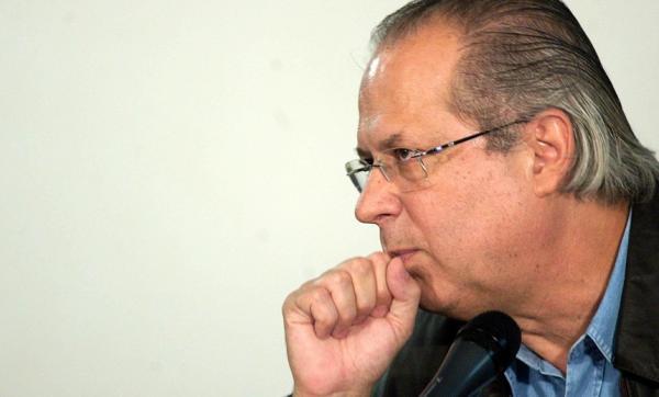 Ex-ministro José Dirceu se entrega à Justiça e é levado para a Penitenciária da Papuda