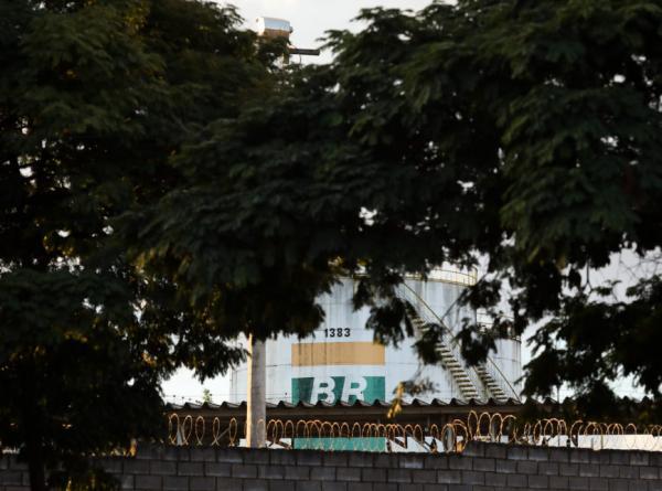 Nas redes sociais, pedidos para governo também reduzir preço da gasolina