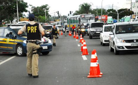 Liminar suspende apreensão de veículos com IPVA atrasado em Feira