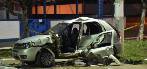 Quatro pessoas ficam presas às ferragens após colisão entre veículos em Vitória da Conquista