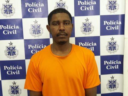 Acusado de matar a esposa com golpe de espeto se entrega à polícia