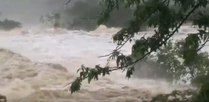 Barragem se rompe e atinge duas cidades na Bahia