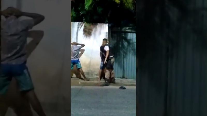 Policial agride jovem em Salvador e diz: 'Você para mim é ladrão, olha esse cabelo'
